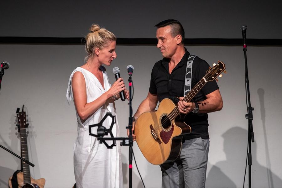 Večerom sprevádzala moderátorka Adela Vinczeová a svoje svedectvo sa podelil aj spevák Paľo Drapák