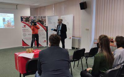 Centrám pre deti a rodiny a rodinám v núdzi pomôže pri dištančnom vzdelávaní 140 počítačových zostáv od Slovnaftu a Datapacu
